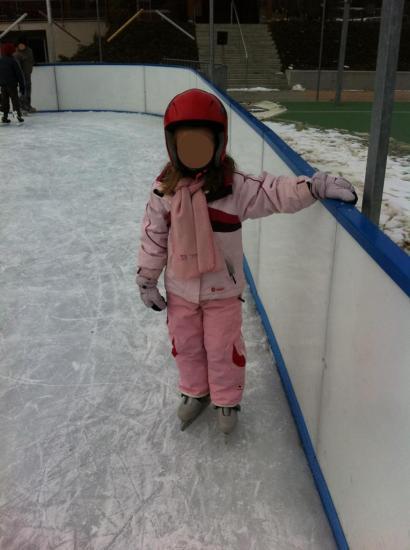 Je m'accroche aux patins à glace